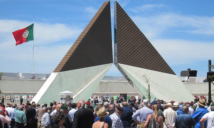 Honrar o Dia de Portugal junto ao Monumento aos Combatentes