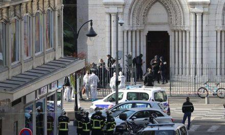 """""""Muçulmanos têm o direito de matar franceses"""", diz ex-primeiro-ministro da Malásia"""