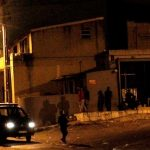 Polícia recebida à pedrada em bairro de imigrantes africanos